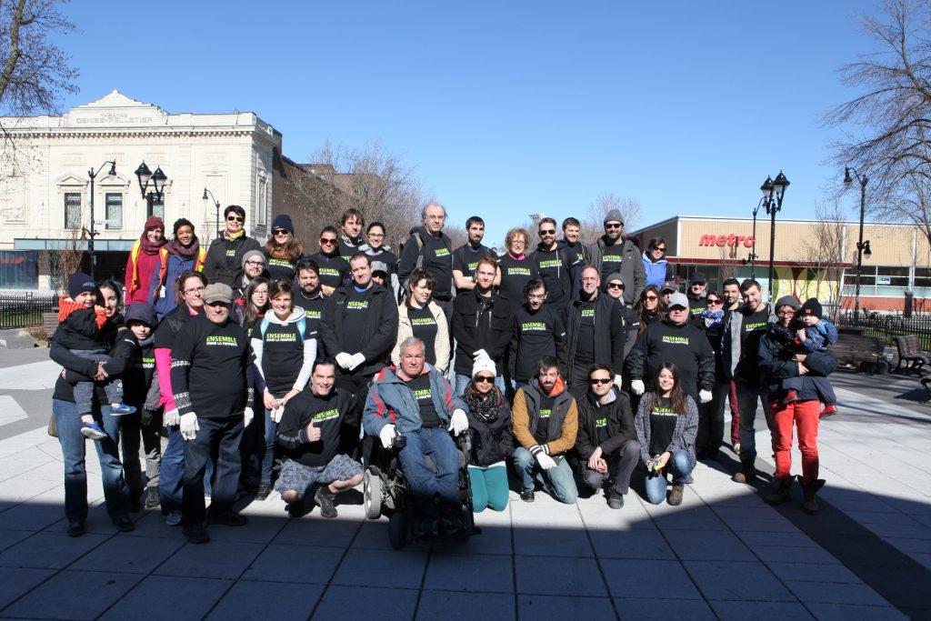 Photo de participants d'une corvée de nettoyage